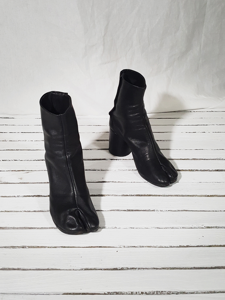 archive Maison Martin Margiela black leather tabi boots with block heel_151731