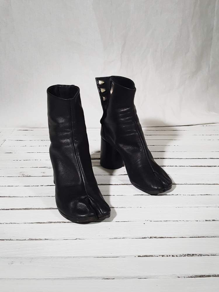 f0c28dd2c6a archive Maison Martin Margiela black leather tabi boots with block  heel 151929