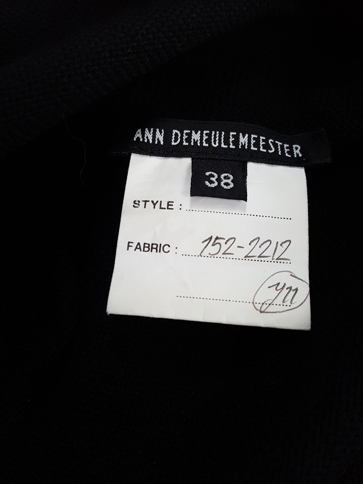 runway Ann Demeulemeester black tunic with deep v-neck fall 2015
