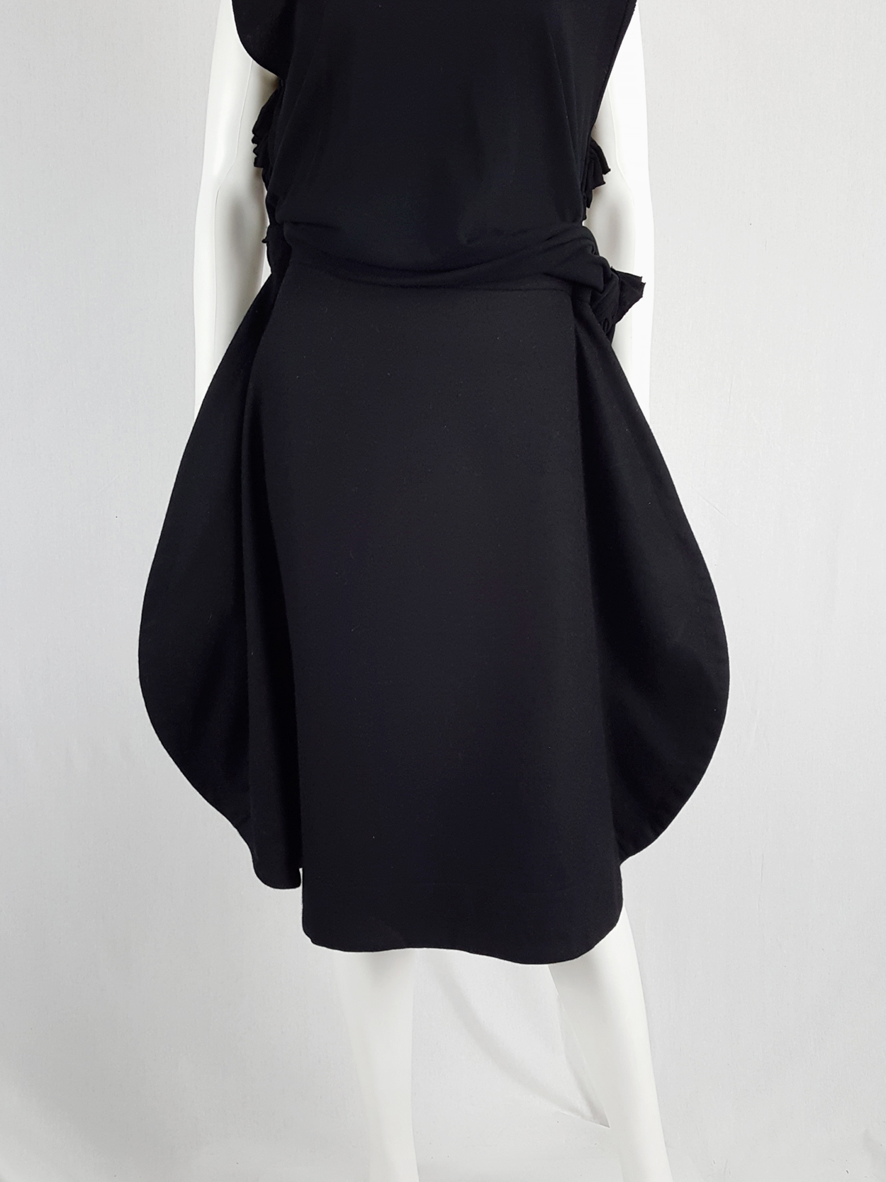 vintage Comme des Garcons black 2D circle skirt fall 2012 130610