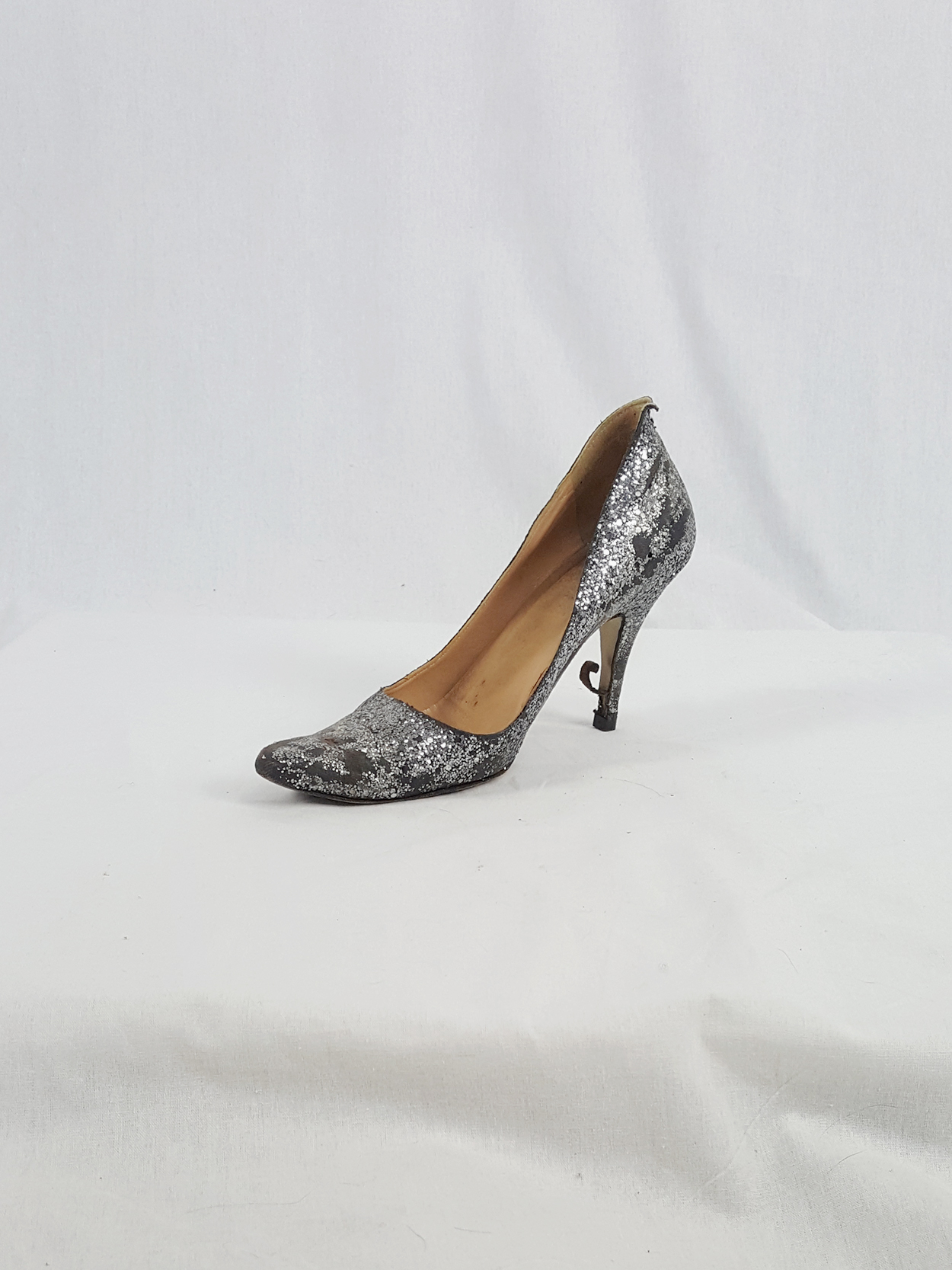 6d3a76db0fe vaniitas vintage Maison Martin Margiela silver glitter afterparty pumps  spring 2005 141733